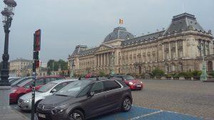 Парковка навпроти королівського палацу